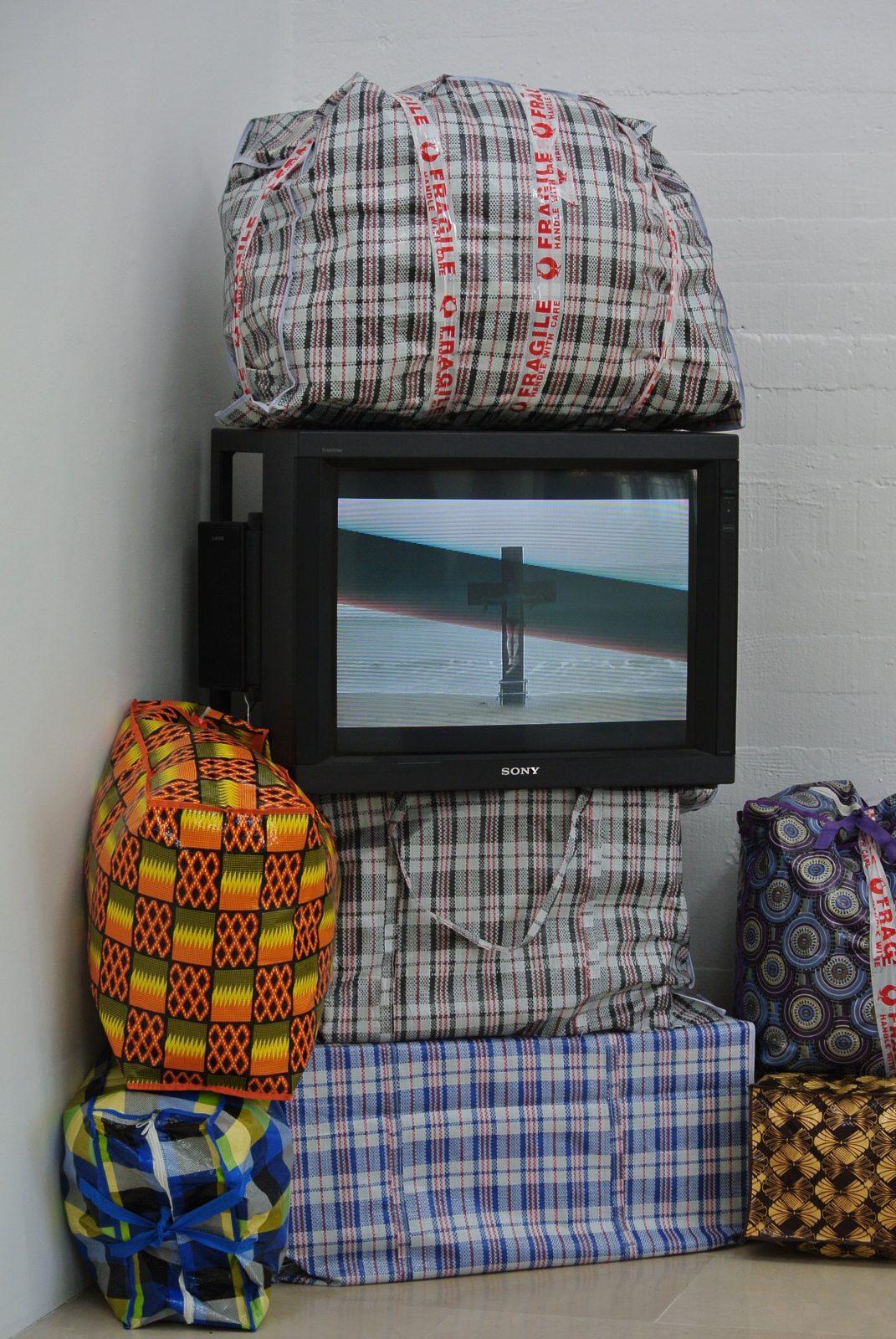 Dominique Zinkpé - Installation - Le Voyage. Copyright photo : Claire Nini